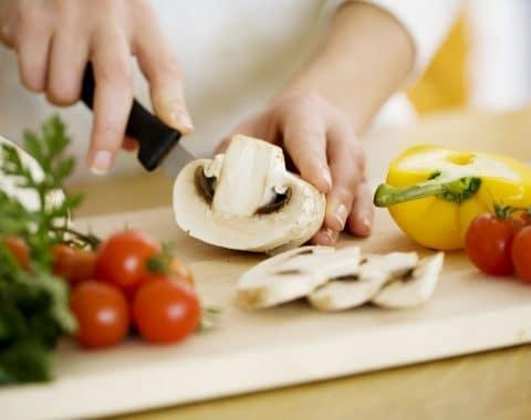 Metodi e strumenti di cottura: come preservare le proprietà degli alimenti