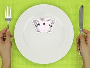 Dieta per l'estate: come sopravvivere a cene e aperitivi